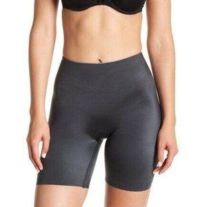 NWT! SPANX Slimplicity Mid-Thigh Mid Waist Shorts